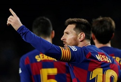 Messi qua mặt Ronaldo lập kỷ lục mới với hat-trick cho Barca