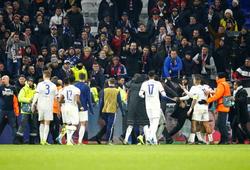 Cựu sao MU đụng độ với ultras ở Cúp C1 để bảo vệ đồng đội