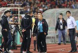 Trợ lý ĐT Thái Lan cà khịa thầy Park thoát án phạt của FIFA