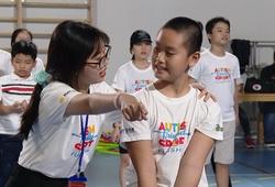 """Sinh viên ĐH Tôn Đức Thắng và chữ """"TÂM"""" với trẻ em tự kỷ"""