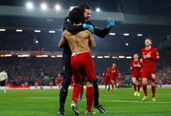 CĐV MU tố cáo cầu thủ Liverpool phạm luật trong cả 2 bàn thắng
