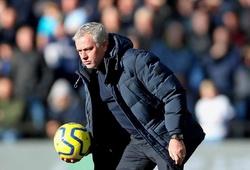 Mourinho bị chế giễu bởi chiến thuật không tiền đạo cho Tottenham
