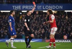 Cặp trung vệ Arsenal bị chế giễu không thương tiếc sau sai lầm trước Chelsea