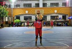 Lê Vân và sự trở lại bất ngờ cùng Chicken Dunk tại Hanoi Sisters Cup