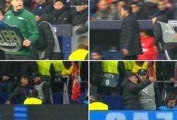 HLV Simeone chỉ đạo đặc biệt cho cậu bé nhặt bóng giúp Atletico thắng Liverpool