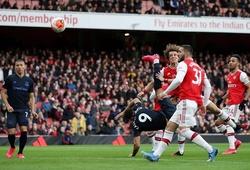 """Arsenal tạo ra bẫy việt vị """"tệ nhất mọi thời đại"""" trước Everton"""