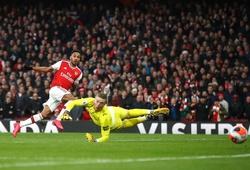 Aubameyang được ví như huyền thoại Arsenal sau khi lập cú đúp