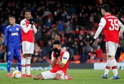 Arsenal ôm hận khi Aubameyang từ người hùng hóa tội đồ trong 8 phút