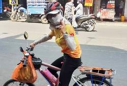 """Nữ cao thủ chạy địa hình bịt khẩu trang đạp xe 100km bằng xe """"độ"""" bánh to bánh nhỏ"""