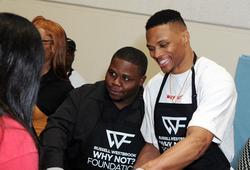 Cả thế giới chuyển sang học online, Russell Westbrook cũng có cách làm từ thiện mới