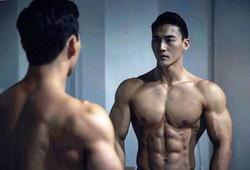 """Chàng """"siêu PT"""" Hàn Quốc gây điên đảo giới fitness bằng những bài tập bụng 6 múi đẹp mê hồn"""