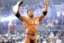 Đô vật Batista từng nắm cổ cựu vô địch Kickboxing thế giới Kash Gill trong một trận ẩu đả