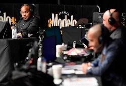"""Bình luận viên UFC 249 nhận lời cảm ơn vì """"nhắc bài"""" võ sĩ"""