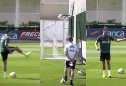 """Ronaldo gây kinh ngạc khi dùng chân chơi bóng rổ và ăn mừng """"siuuu"""""""
