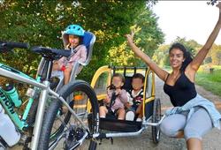 Hình ảnh Ronaldo thư giãn bằng đạp xe dã ngoại với vợ con