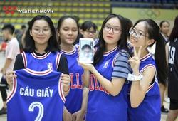 Muôn vạn cách tạo dáng cùng huy chương tại Giải Bóng rổ Hè Hà Nội