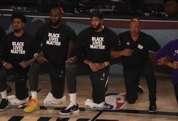Cầu thủ NBA lần đầu quỳ gối hát quốc ca