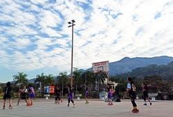 """""""Bao chill"""" với sân bóng rổ view núi rừng Tây Bắc ở Tằng Loỏng"""