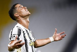 Ronaldo kiến tạo, Juventus vẫn bị loại sốc ở Champions League