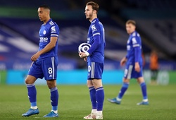 Leicester mất suất dự Champions League trong 16 phút cuối