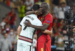 Lukaku an ủi Ronaldo: Những hình ảnh vỡ mộng của người Bồ Đào Nha