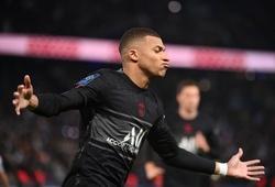 Messi xem Mbappe ghi bàn gây tranh cãi khác cho PSG