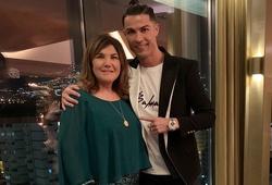 Mẹ của Ronaldo được cứu sống bằng cú điện thoại kịp thời