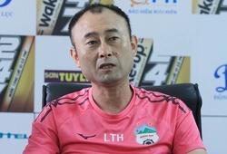 """HLV Lee Tae Hoon nhắc tới Messi và Ronaldo để """"bênh"""" học trò"""