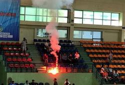 Pháo sáng đỏ rực tại sân bóng rổ Đại hội TDTT Toàn quốc 2018