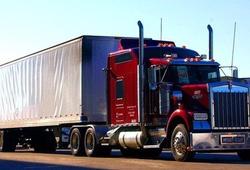 7 kĩ năng lái xe an toàn khi đi gần Container