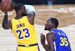 """LeBron James """"nóng máu"""" vì phát ngôn của Kevin Durant về """"môi trường độc hại xung quanh"""""""