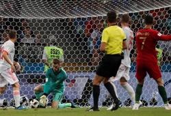 Van der Sar dạy De Gea cách sửa sai sau tai nạn bắt hụt bóng