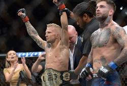 """UFC 227: """"Chuột"""" mất ngôi Flyweight, TJ kết liễu Cody ngay trong hiệp 1"""