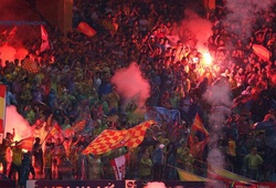 Những lần Hà Nội FC bị vạ lây từ pháo sáng