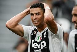 Ronaldo bị nhóm 20 kẻ bịt mặt tấn công trong ngày trở về Tây Ban Nha