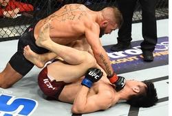 UFC FN 124: Lỳ đòn như Doo Ho Choi cũng phải thua Jeremy Stephens