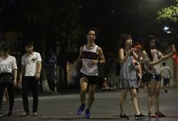 Chùm ảnh: Cao Ngọc Hà thử thách chạy 24 giờ ở phố đi bộ Hồ Gươm