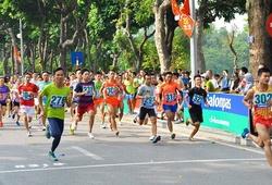 Giải chạy báo Hà Nội Mới: 1200 VĐV thi đấu sôi nổi trong không gian phố đi bộ