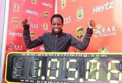 Hơn 3 giây KLTG half marathon, Peres Jepchirchir kiếm 100.000 USD