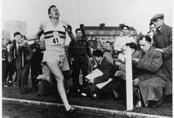 Người chinh phục các giới hạn Roger Bannister qua đời ở tuổi 88