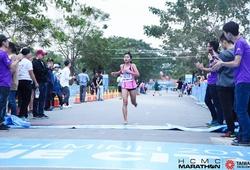 """Pi Năng Rê Chêm: """"Cánh chim lạ"""" 17 tuổi ở giải HCMC Marathon"""