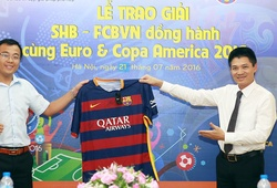 CĐV may mắn nhận áo đấu xịn từ Barcelona