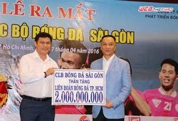 CLB bóng đá Sài Gòn tặng Liên đoàn bóng đá TP.HCM 2 tỷ