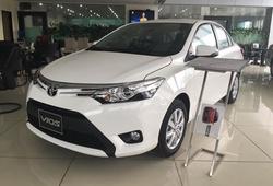 """Qua tháng ngâu, Toyota vẫn """"mạnh tay"""" giảm giá xe cả trăm triệu"""