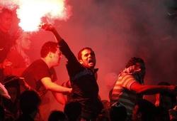 Pháo sáng nguy hiểm cỡ nào và tại sao cấm đốt trong sân vận động?