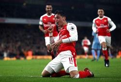 Oezil đổi vai, Arsenal nối dài ngày vui