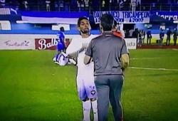 Cầu thủ Panama 'bật' thầy ngay trên sân