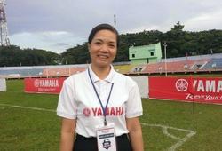 Hiệu phóTHCS Trần Hưng Đạo vui mừng khi đội nhà đăng quang