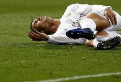 Ronaldo chấn thương: Một người đau, hai đội sợ