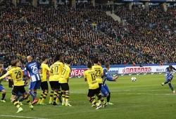 Sẩy chân ở Berlin, Dortmund lỡ cơ hội áp sát Top 2